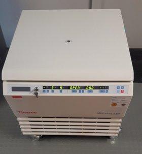 Kühlzentrifuge Multifuge 4 KR
